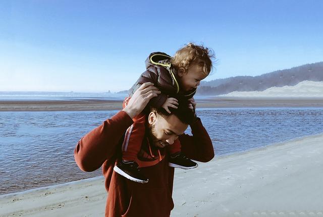 s tátou na pláži