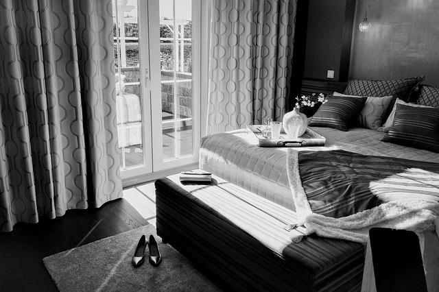 Dřevěné postele z masivu borovice