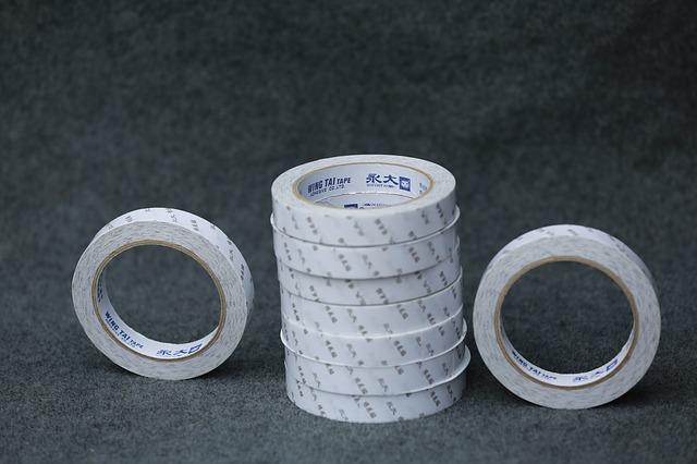 bílé pásky