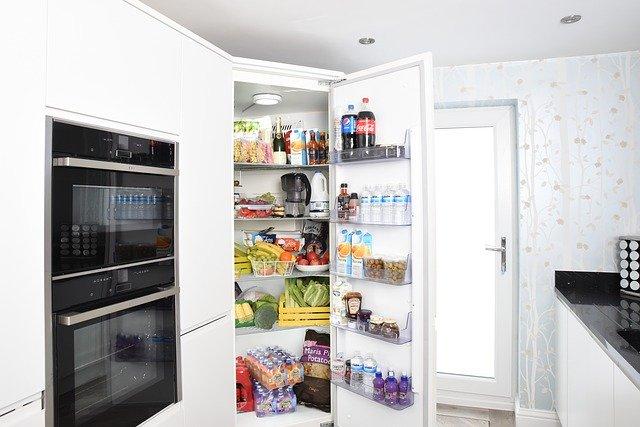 otevřená lednice