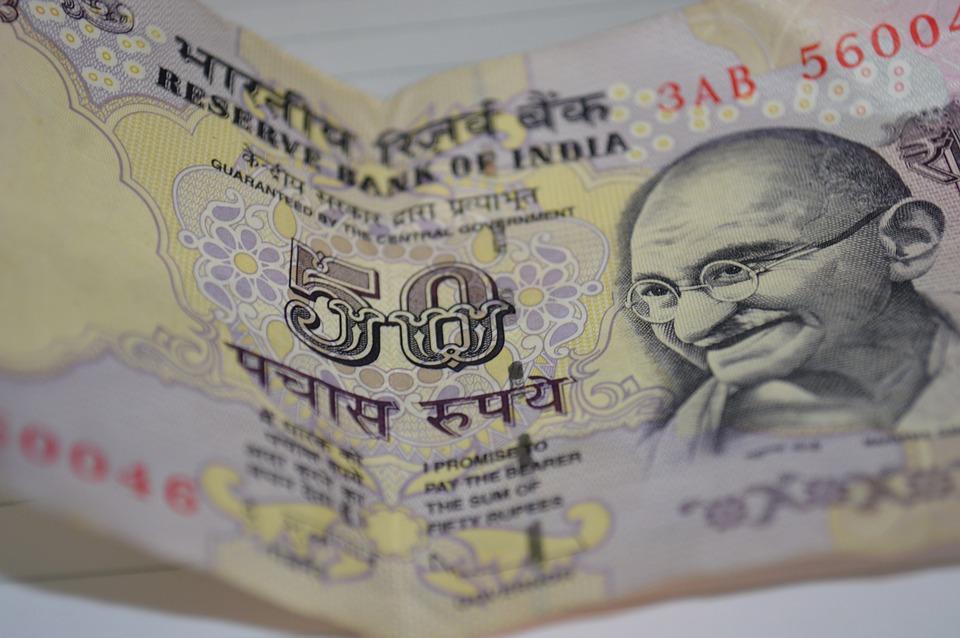padesát rupií